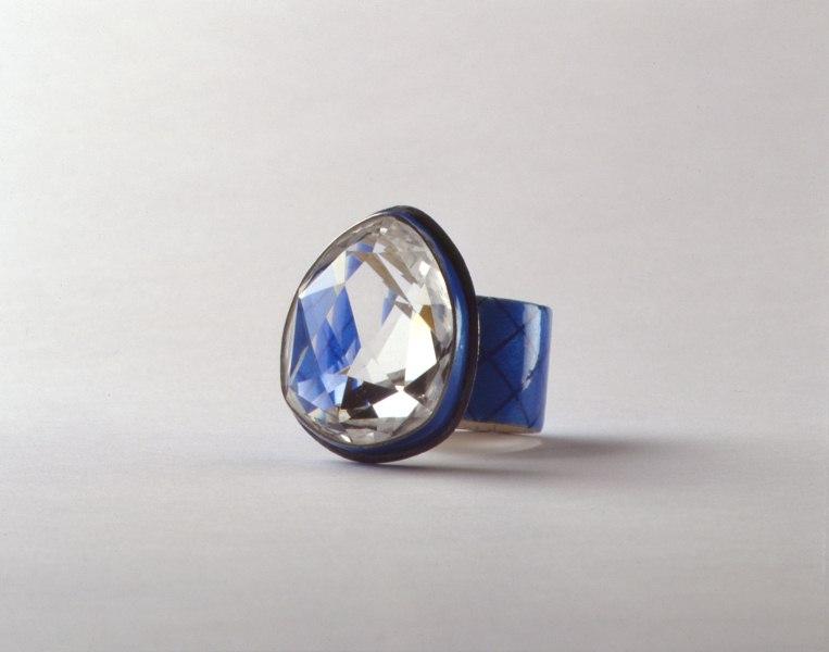 Desecrating attitudes in contemporary jewellery